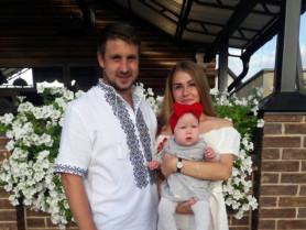 Орест з дружиною та донечкою