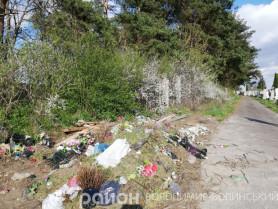 Сміття на кладовищі