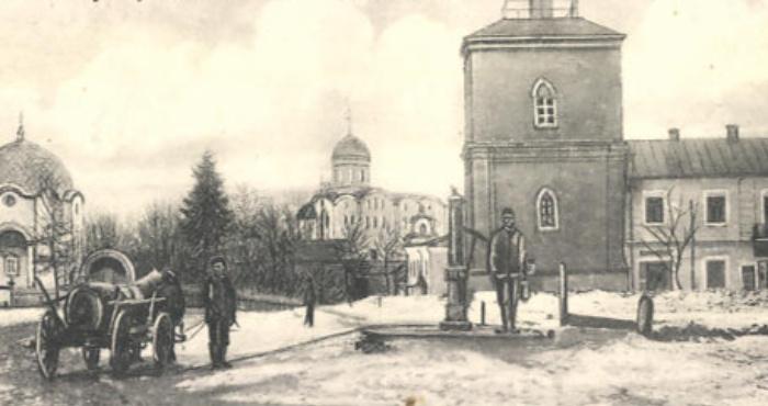 Водозабірна колонка у центрі Володимира