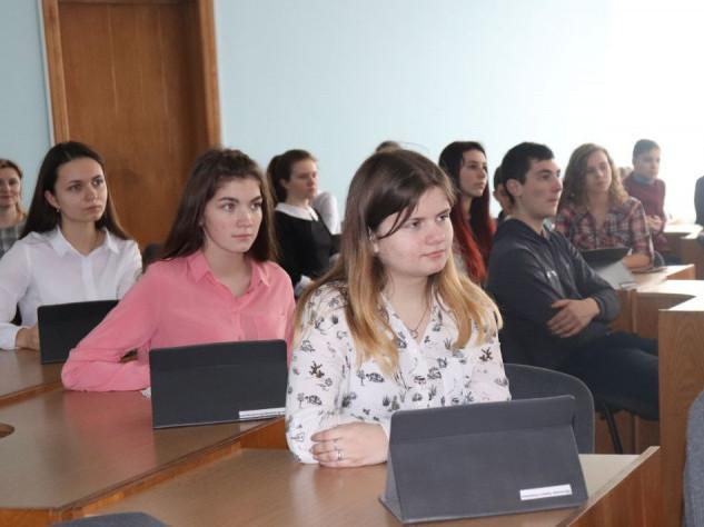 Що робили гімназисти Володимира у сесійній залі міської ради