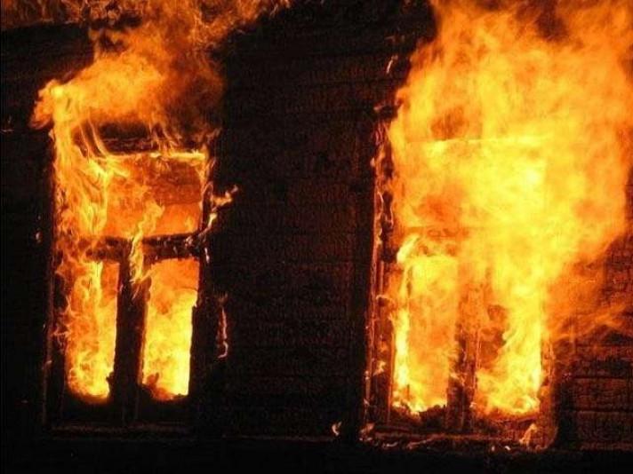 На Волині сусід виніс з палаючого будинку 89-річну бабусю