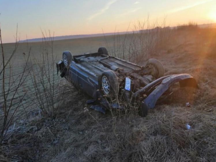 На трасі Луцьк-Устилуг авто злетіло у кювет