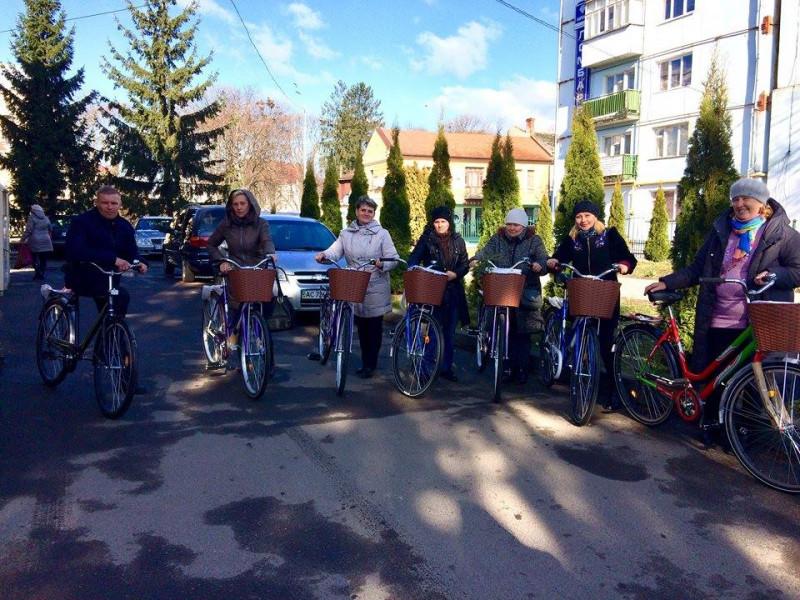 У Володимирі працівники терцентру пересіли на велосипеди