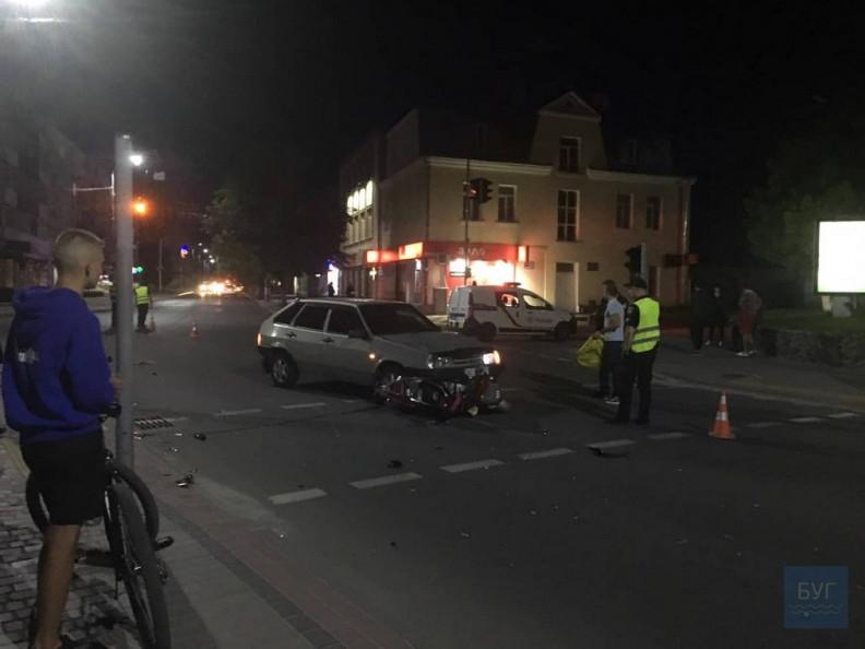 У місті на Волині сталася аварія, зіткнулась легкова і мотоцикл