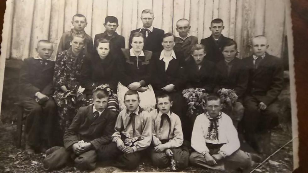 Фото 1957 року. Вощатинські школярі