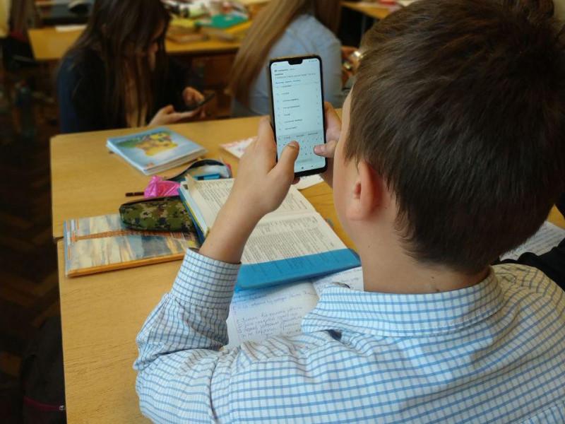 Волинських школярів навчатимуть протидії фейкам та маніпуляціям
