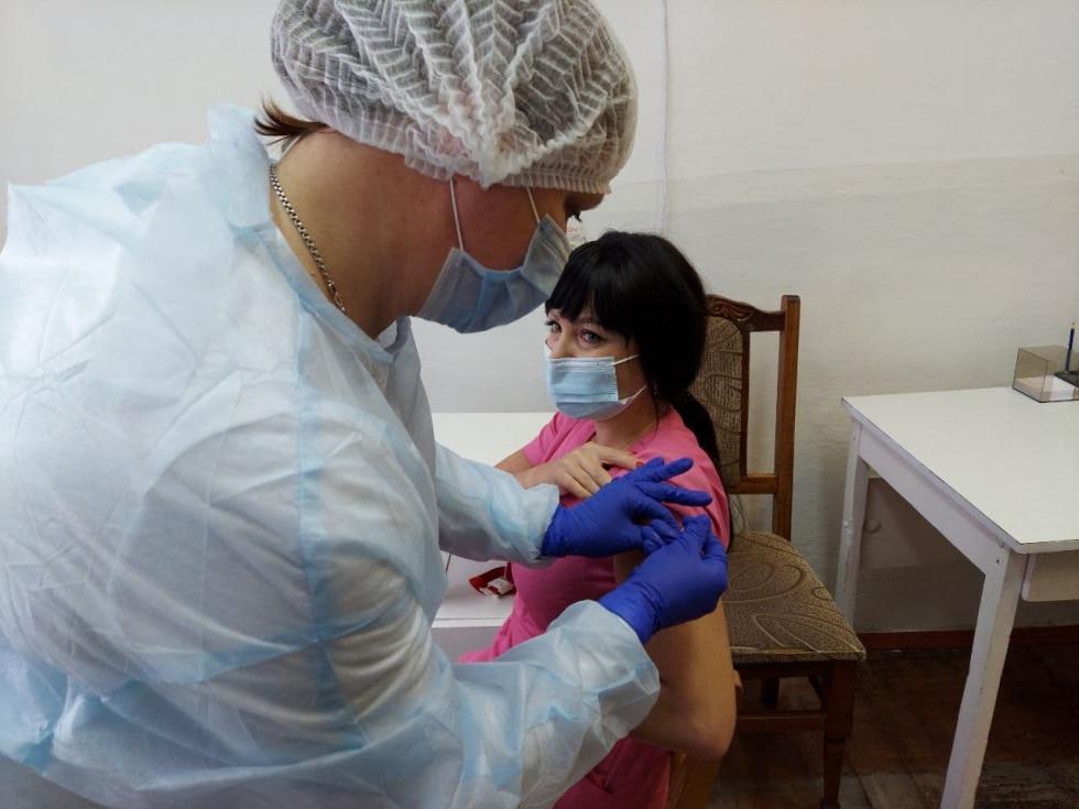 Ірина Ткачук під час вакцинації