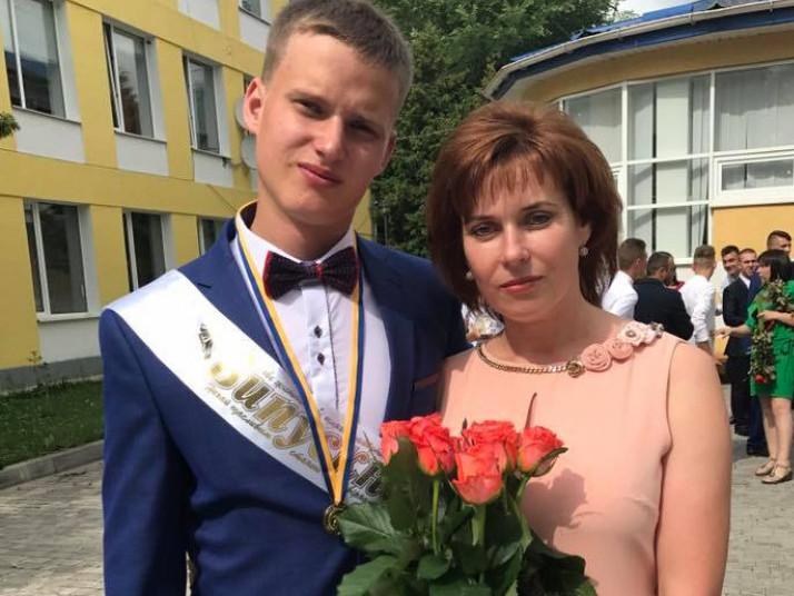 На фото: Олександр з мамою Ольгою Олегівною