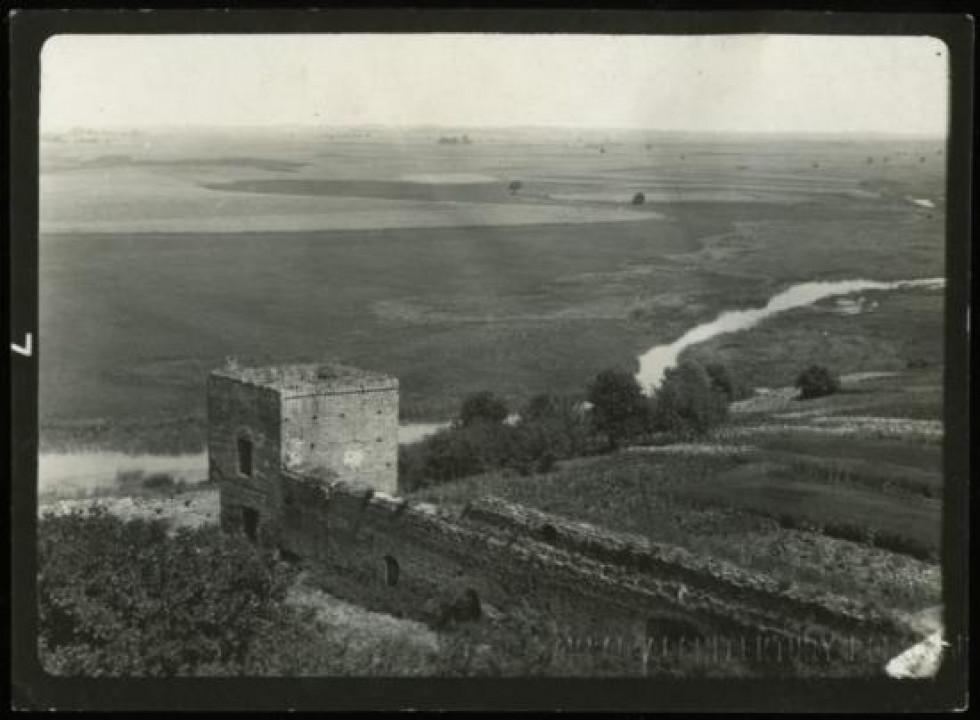 Оборонна вежа та мур на північно-східній частині монастиря