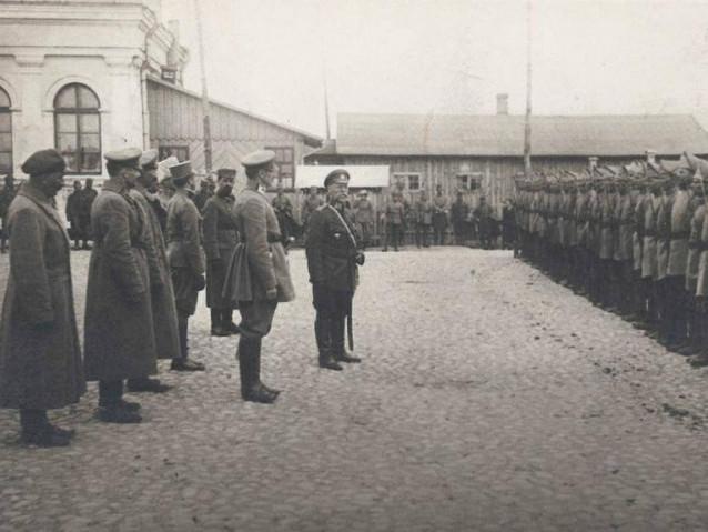 Почесна сотня Сірожупанної дивізії Армії УНР у Володимирі-Волинському. 1918 рік.