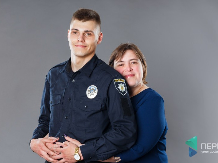 Поліцейський Сергій Диньковський та його мама Наталія