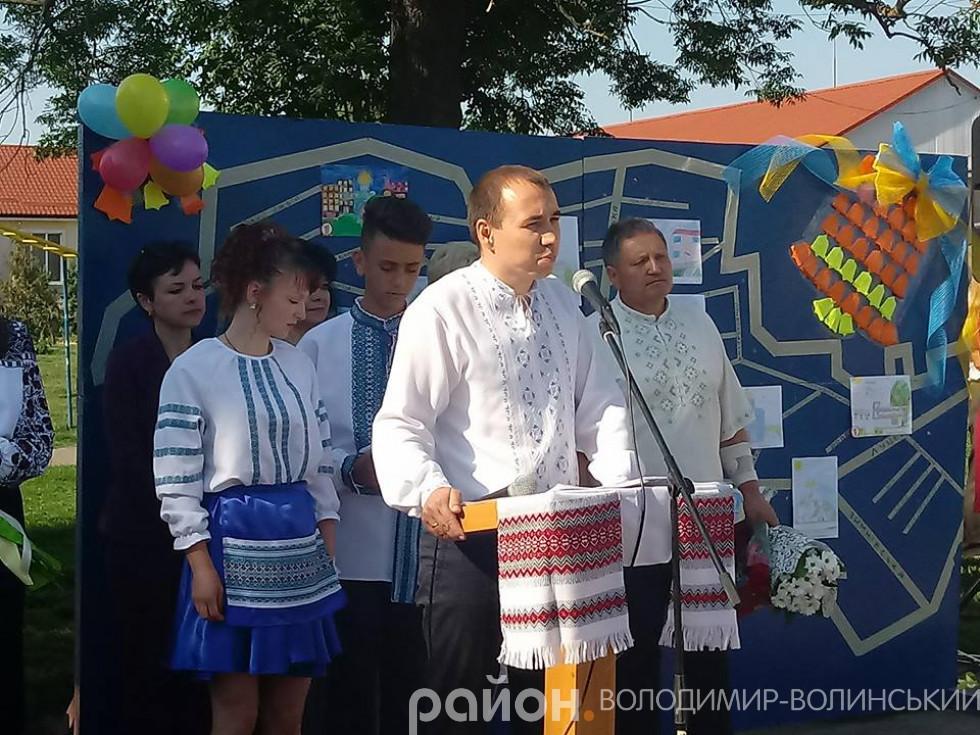 Гімназстів вітає перший заступник міського голови Ярослав Матвійчук