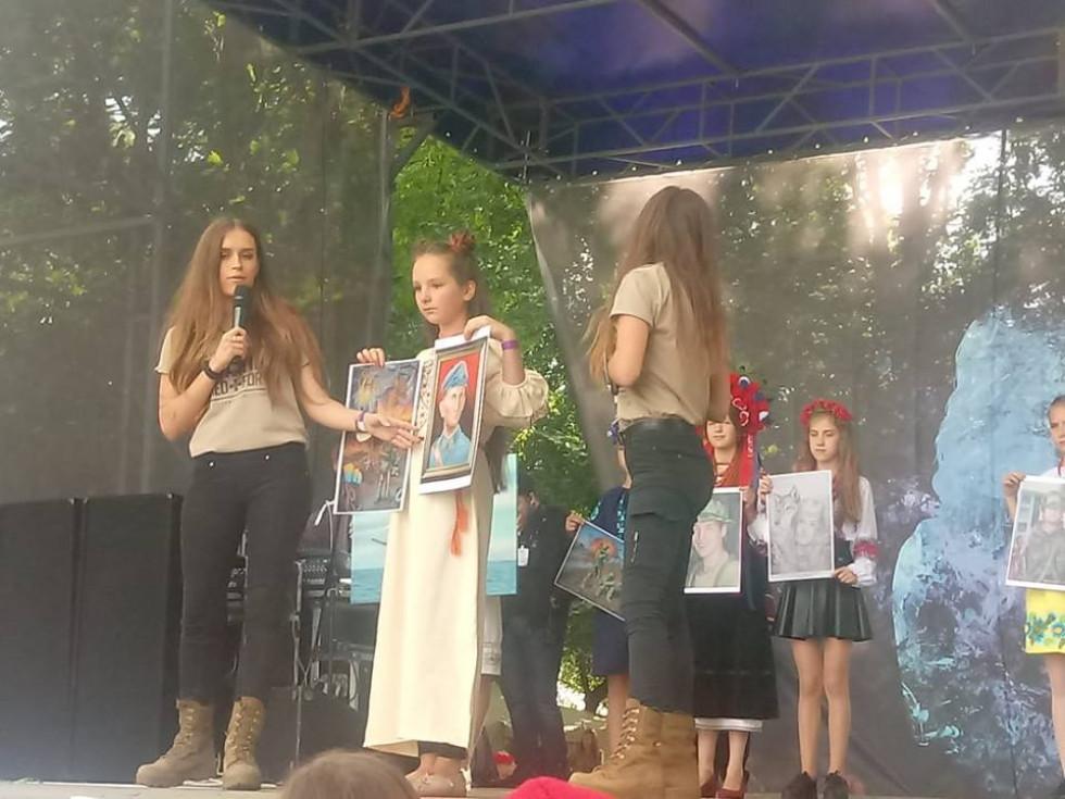 Арт-представлення художниць і волонтерок сестер Катерини та Зоряни