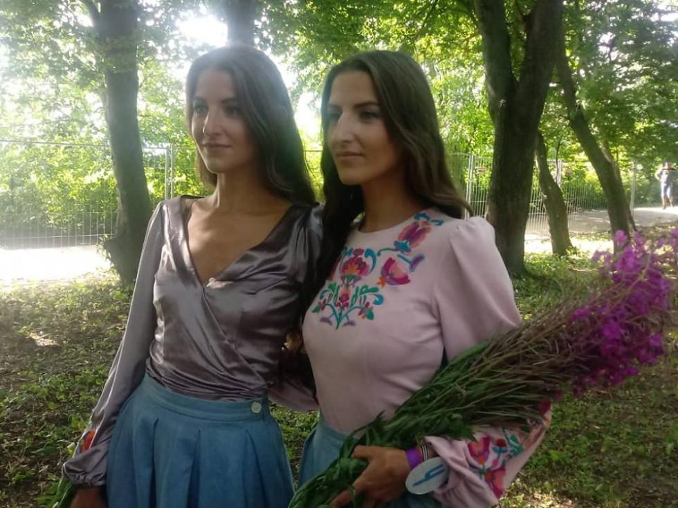 Сестрички зі Львова Оксана та Світлана