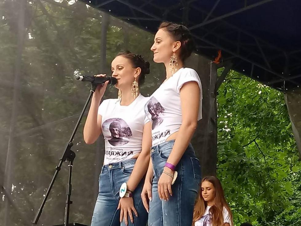 Гостей фестивалю вразив майстерний спів сестер Маргарити та Віталіни Мороз