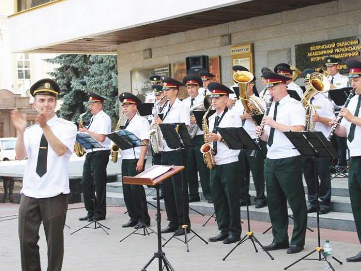 Військовий оркестр 14 окремої механізованої бригадивиступив з концертною програмою у кількох містах Волин