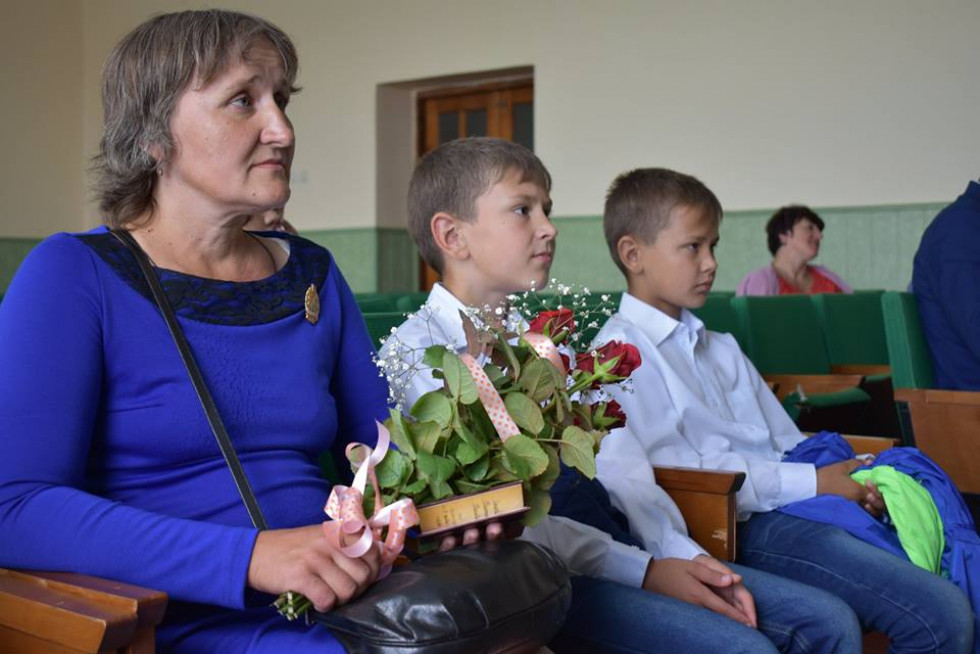Сьогодні свою любов пані Валентина дарує не лише п'яти синам-соколам, а й маленькій онучці Юліані.