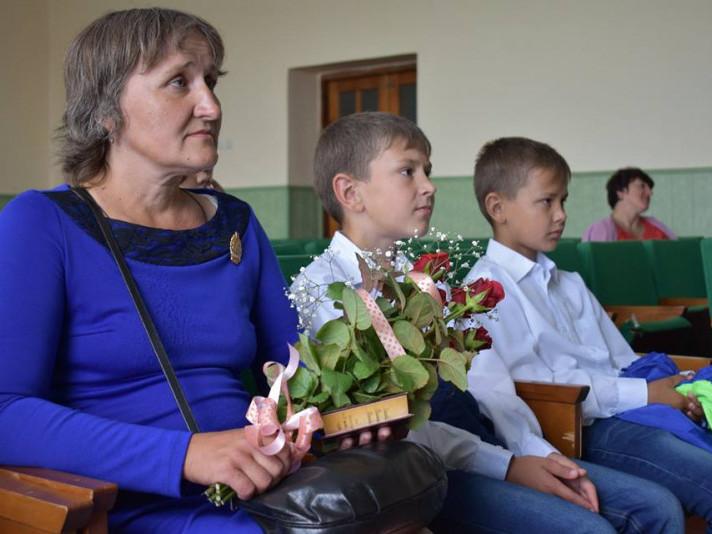Посвідчення та нагрудний знак «Мати-героїня» отримала жителька села Льотниче, мати п'яти дітей Валентина Сапакова