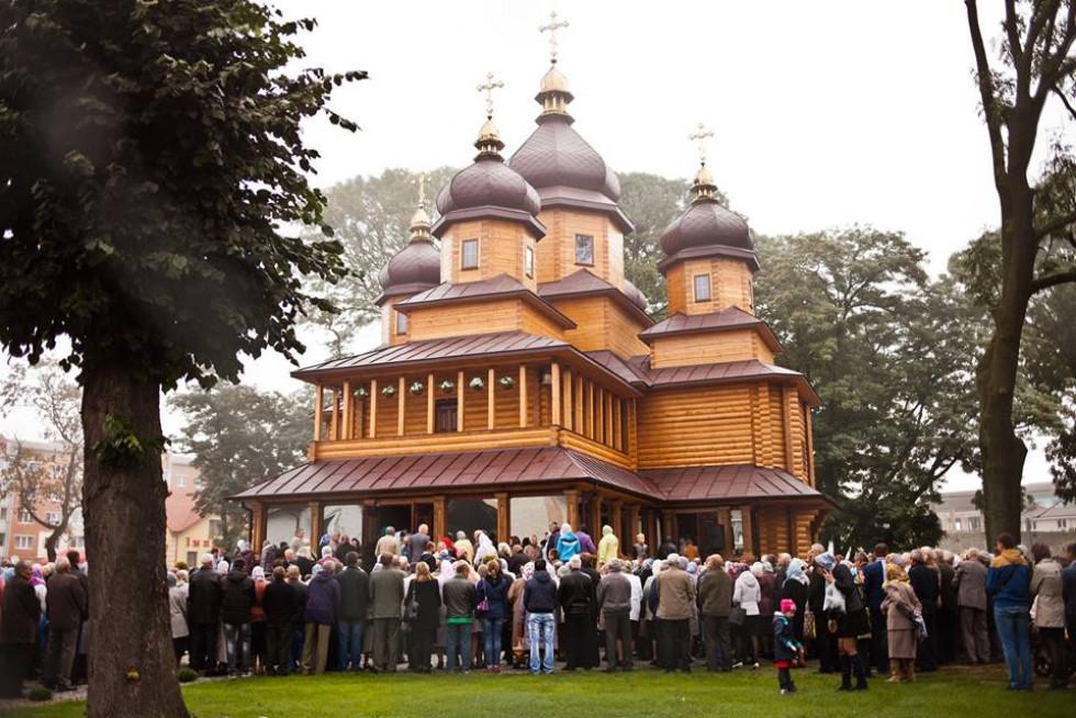 25 вересня 2016 року чин освячення та Божественну Літургію в новозбудованому храмі святих мучениць Віри, Надії, Любові та матері їх Софії очолив митрополит Луцький і ВолинськийМихаїл.