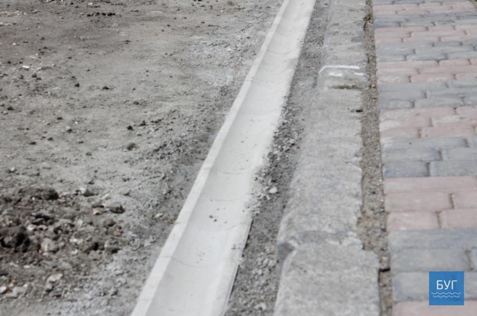 У громадськості, зазначає Ярослав Матвійчук, було зауваження щодо місць, де скупчується вода. Це пішохідний перехід біля ринку. Сьогодні підрядник намагається усунути там недоліки.