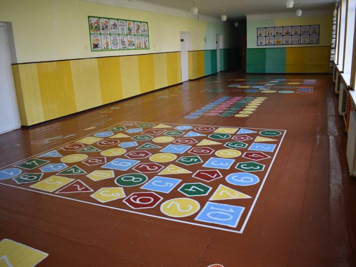 Ось такий математичний коридор чекає вже школярів