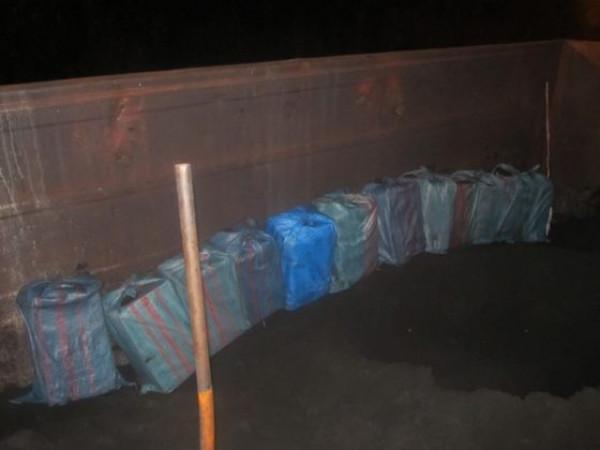 У вагонах з рудою виявили контрабандні цигарки