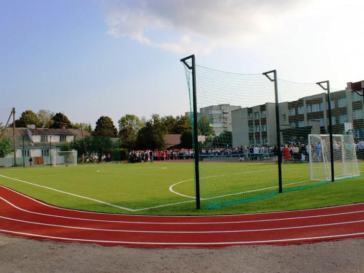 Спортивний майданчик із штучним покриттям