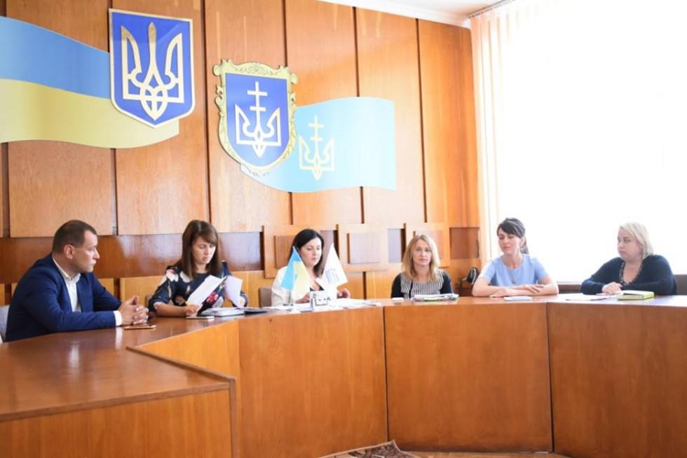 Голова райдержадміністрації Наталія Василець закликала голів об'єднаних територіальних громад активізувати роботу на місцях з приводу перенесення реєстрації договорів оренди