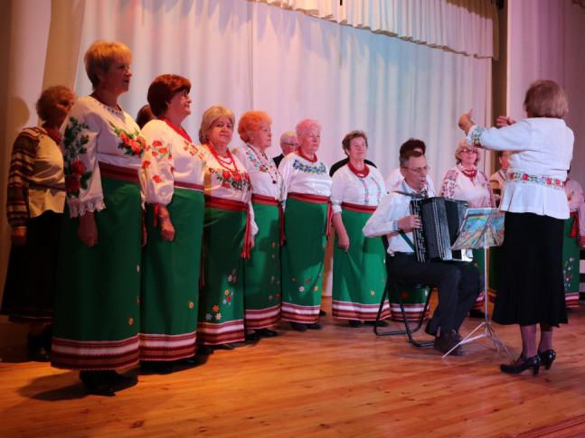 1 жовтня в Україні відзначають День людей похилого віку.