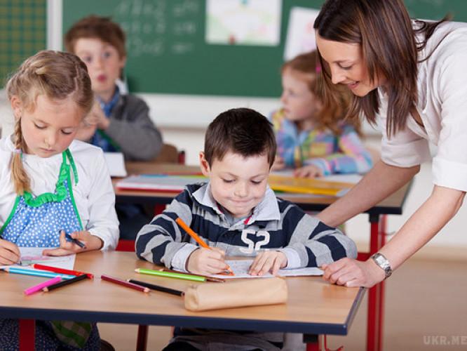 День вчителя: підрахували скільки учнів припадає на одного вчителя в Україні