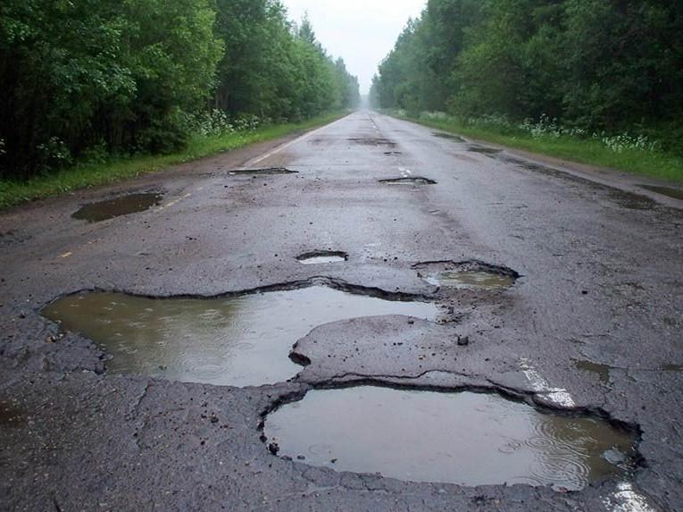 Народний депутат цікавиться, коли нарешті розпочнеться будівництво дороги на Волині