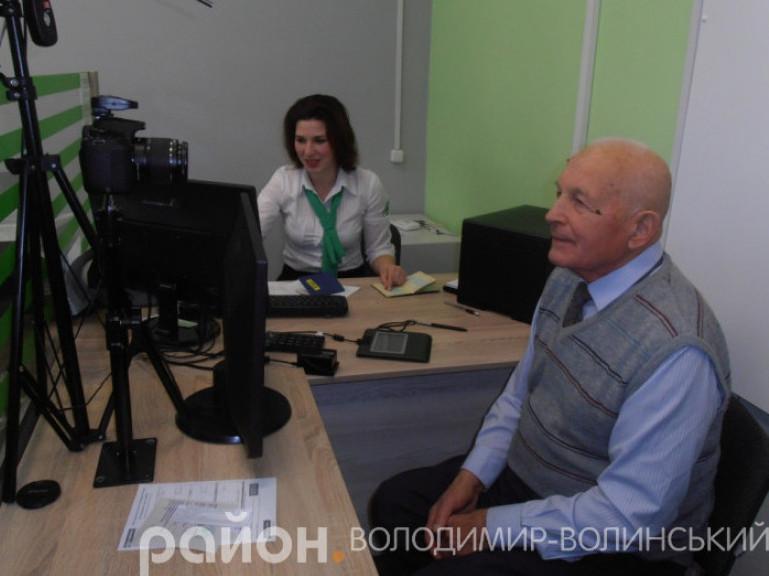 У Володимирі повідомили скільки закордонних паспортів видали з початку року через ЦНАП