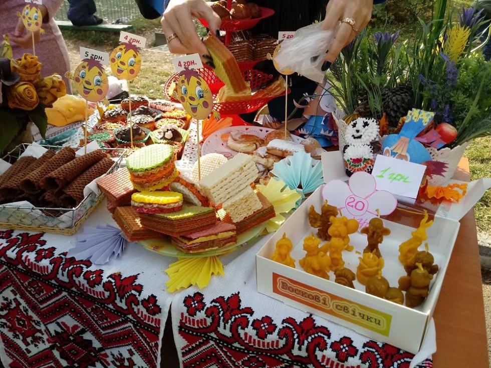 На ярмарку окрім солодощів було багато виробів