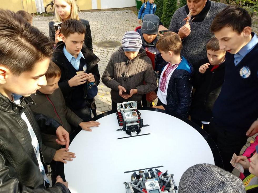 На ярмарку також працювало містечко майстрів, де свої вироби демонстрували вихованці гуртків та творчих студій