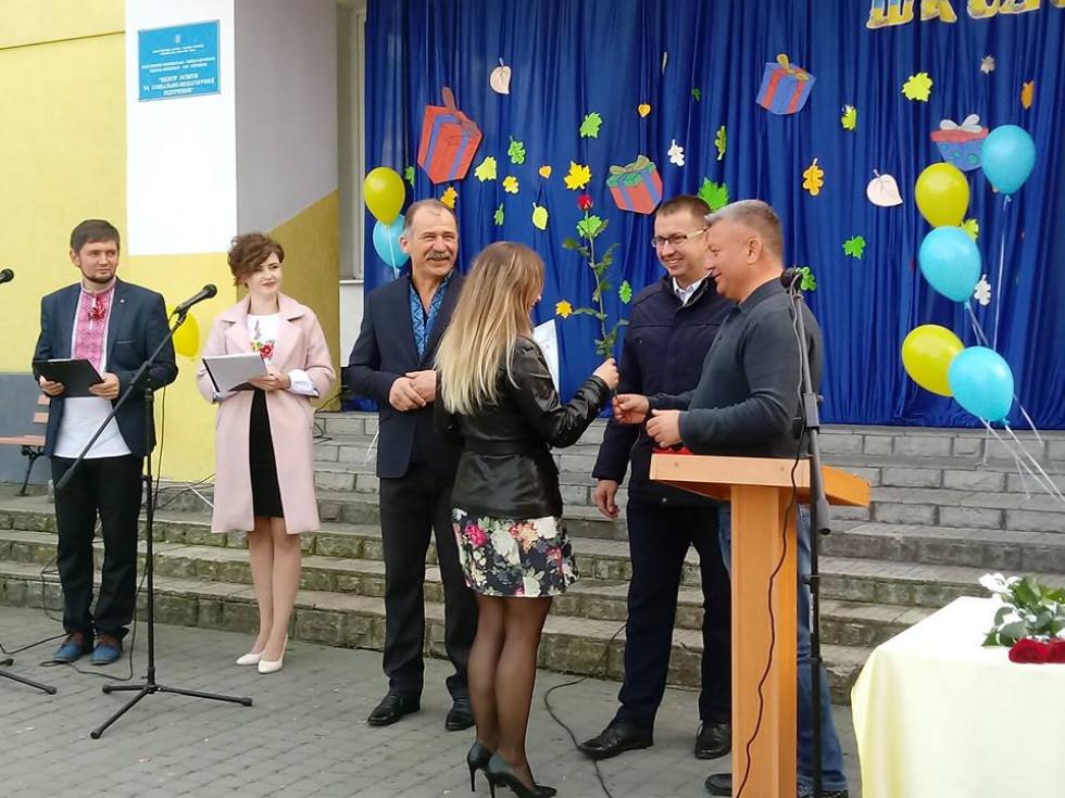 Грамоти та премії вручили кращим працівникам школи