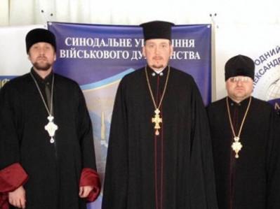 Юрій Здебський (у центрі) з протоієреєм Ігорем Бігуном та протоієреєм Миколою Баганом
