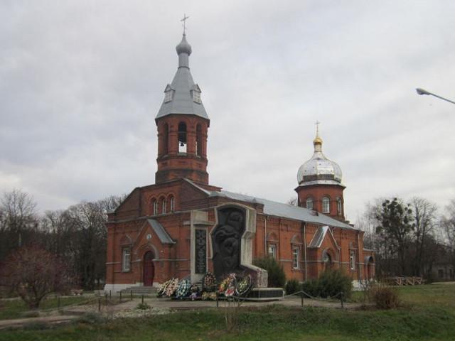 На одному з храмів Волині встановили новенький купол