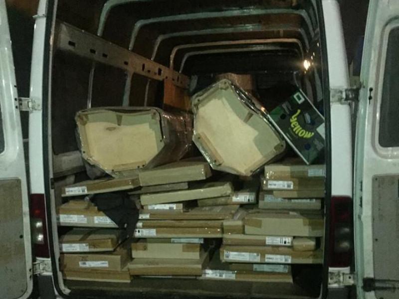 На Волині митники завадили ввезти українцям більше тонни незадекларованого товару