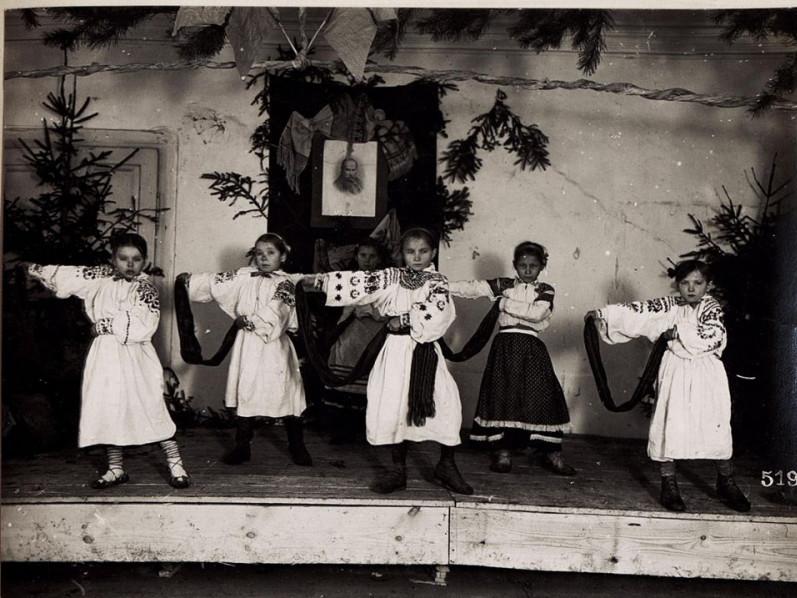 Показали, як святкували новорічно-різдвяні свята на Волині сто років тому