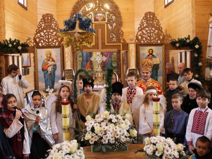 Показали, як колядували в храмі святих мучениць Віри, Надії, Любові та матері їх Софії