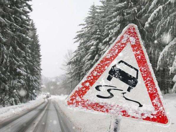 Водії просять не виїжджати без потреби на дороги