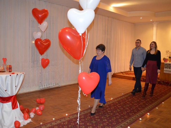 Кохання поза часом: показали, як у День закоханих у Володимирі народжувались нові сім'ї