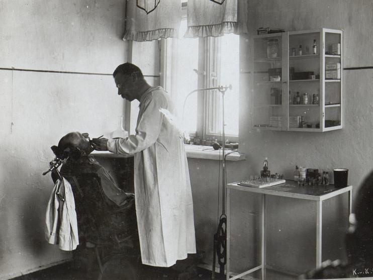 Як лікували зуби на Волині 100 років тому