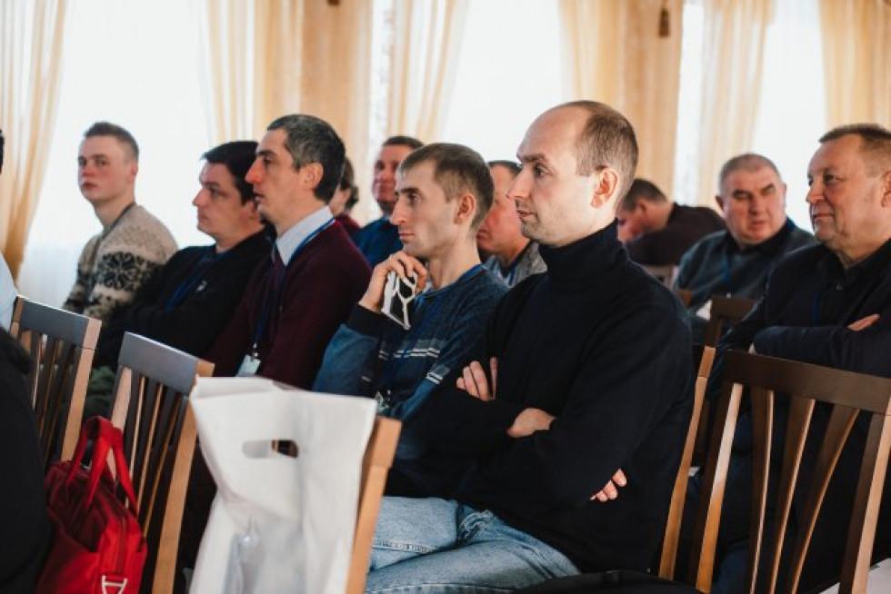 Учасники семінару з годівлі худоби