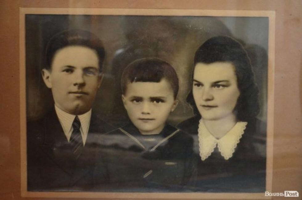 Батьки та юний Валерій Діброва