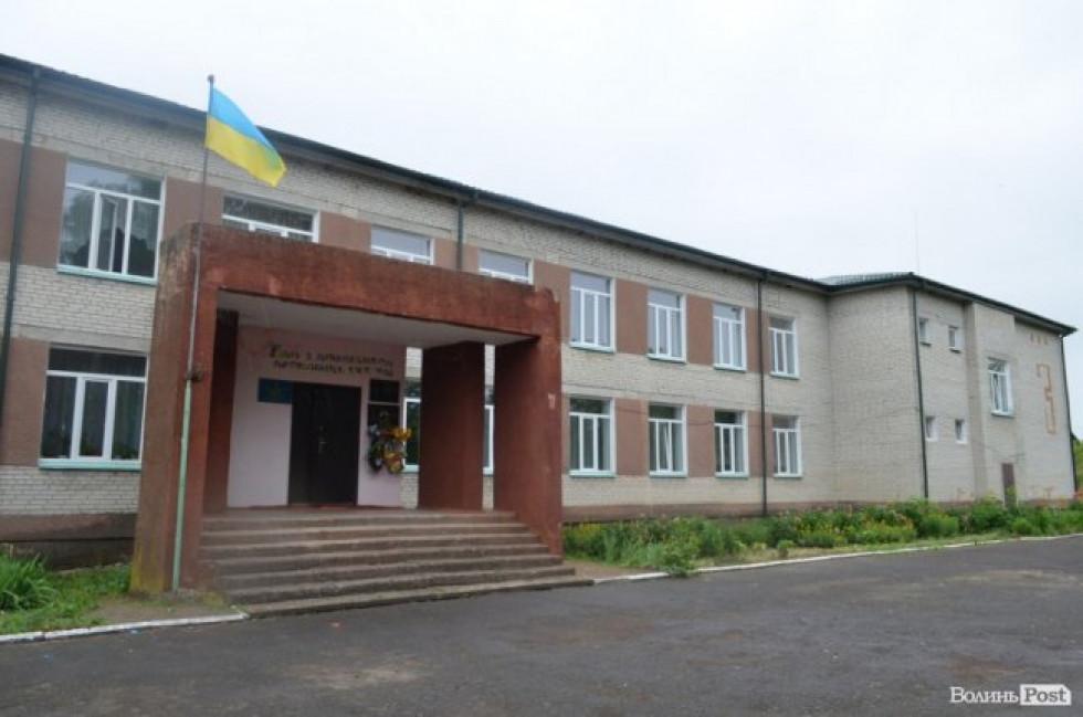 Школа у селі П'ятидні