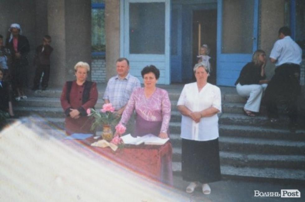 Валерій Діброва на останньому дзвонику у школі села П'ятидні, початок 2000-их