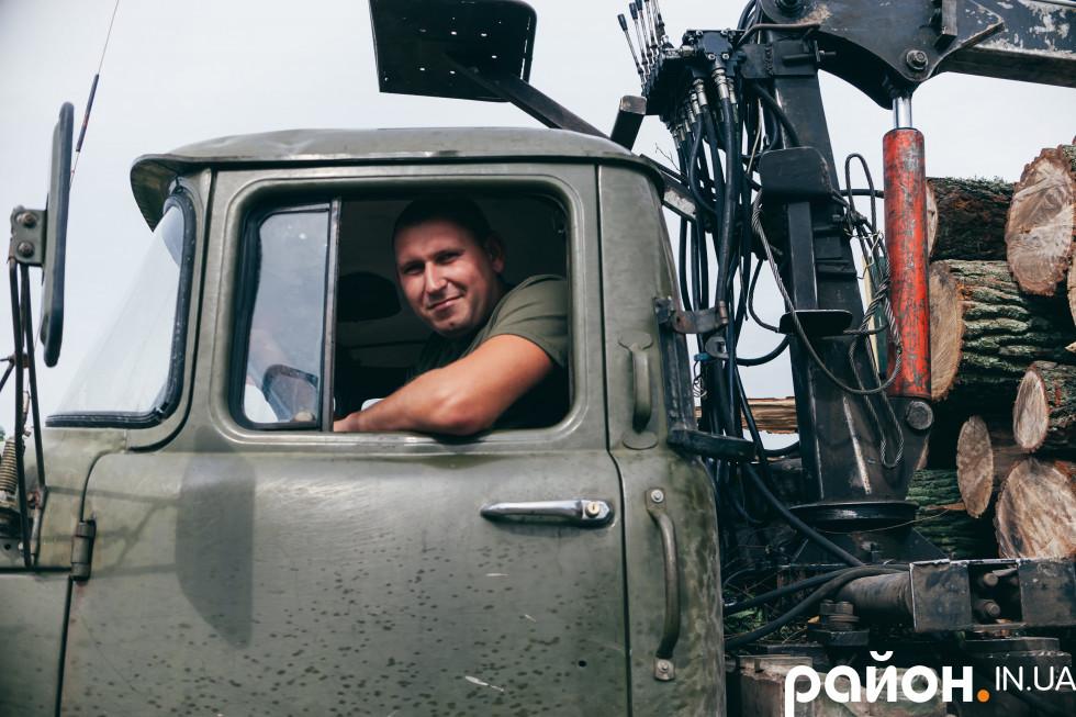 Олег — водій лісовоза