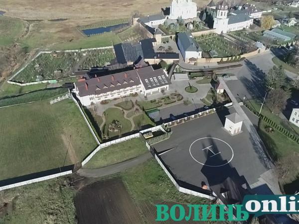 В Зимненському жіночому монастирі виявили гелікоптерний майданчик для VIP-гостей