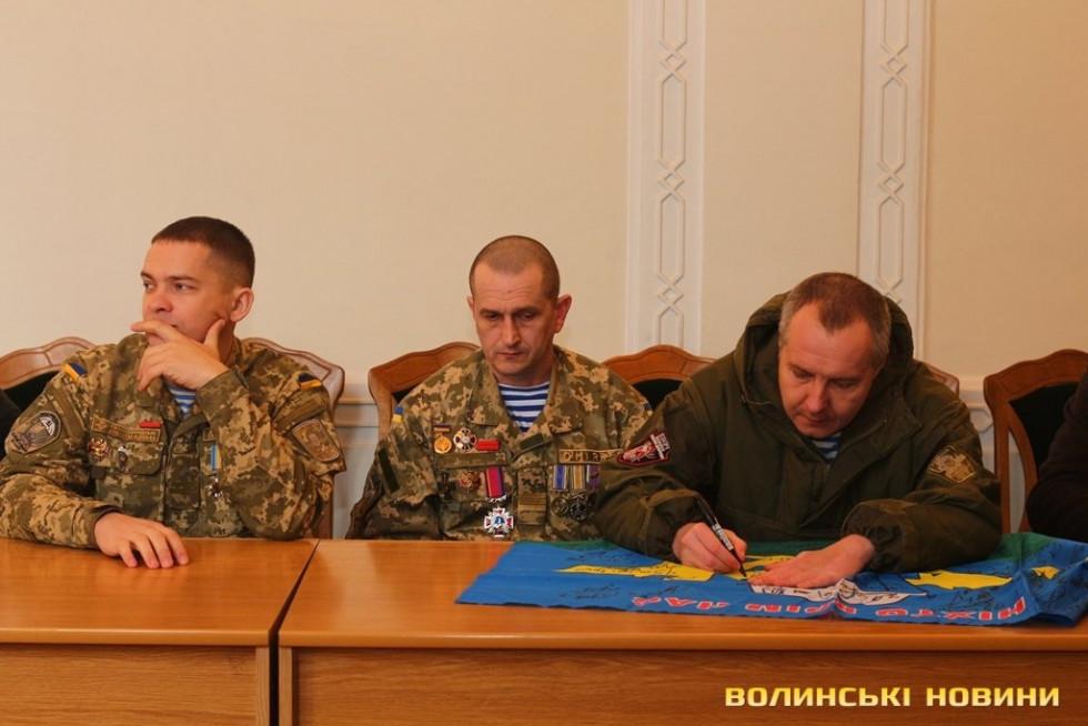 Юрій Степанюк серед побратимів